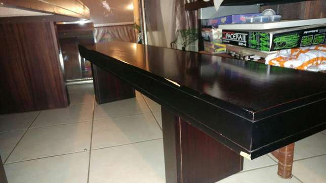 Dining room table and benches Roodepoort - image 6