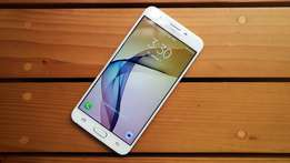 Samsung galaxy J7 Prime brand new and seald in ashop,free delivry