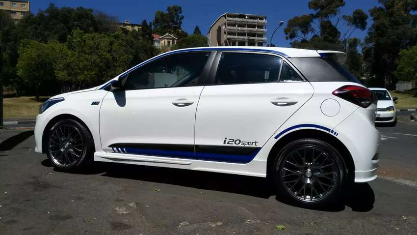 white hyundai i20 sport hatchback at very low cost cars bakkies 1056758012 olx. Black Bedroom Furniture Sets. Home Design Ideas