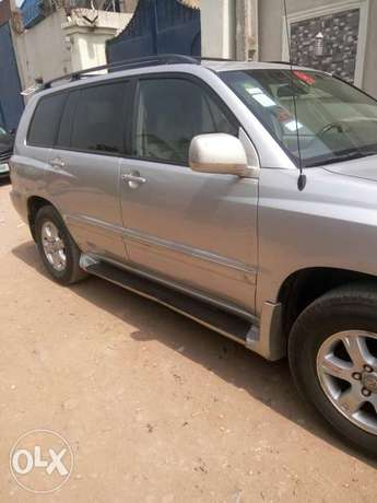 Well maintained Toyota highlander, contact for more details. Adage - image 2