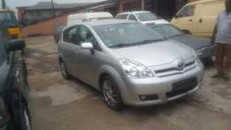 A clean tokunbo toyota verso for sale, 2005, full option