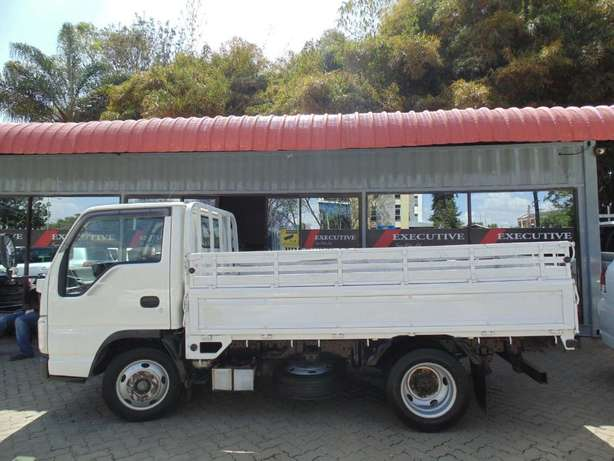 A very clean Isuzu ELF on sale Hurlingham - image 2