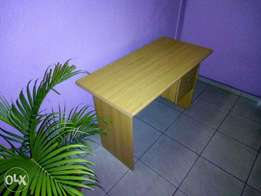 Clean Universal 4 Feet Office Wooden table with a lustrous top finish