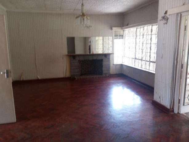 Elegant 4bedrooms bungalow for office, dsq, ample parking Set on 0.9Ac Lavington - image 4