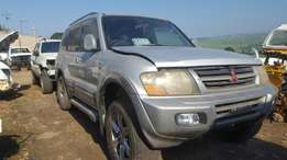 Pajero 3.2DiD 5 door EXCEED - stripping for parts