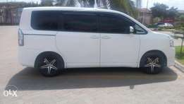 clean new model Noah kcc on sale accident free