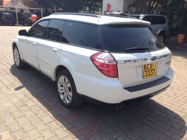 Very clean just buy and drive Subaru Outback on quick sell Nairobi CBD - image 4