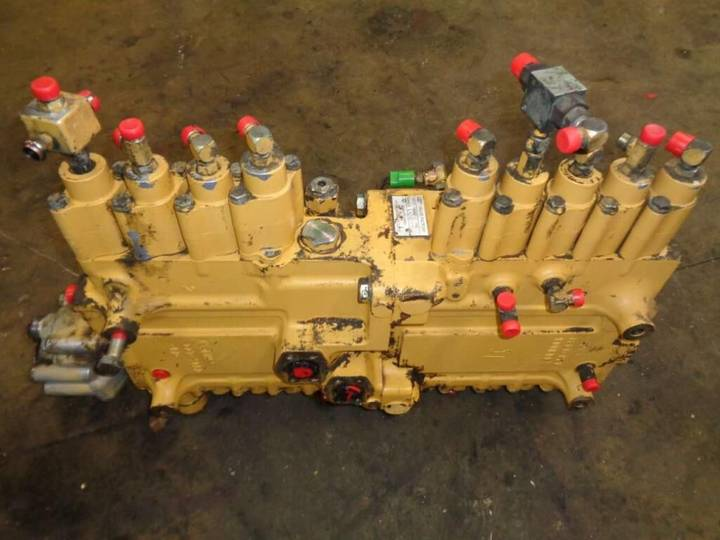 Caterpillar Hydraulic distributor for  322 B excavator