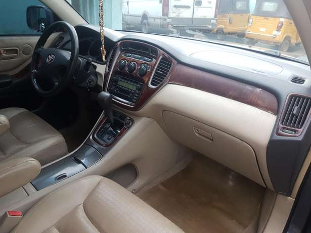 Very clean Toyota highlander 2004 model, first body. Agege - image 7
