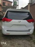 Toyota Sienna LE 2011 full option for sale