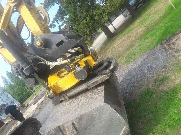 New Holland E235bsr-2 - 2011 - image 6