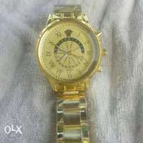 Quartz golden wristwatch
