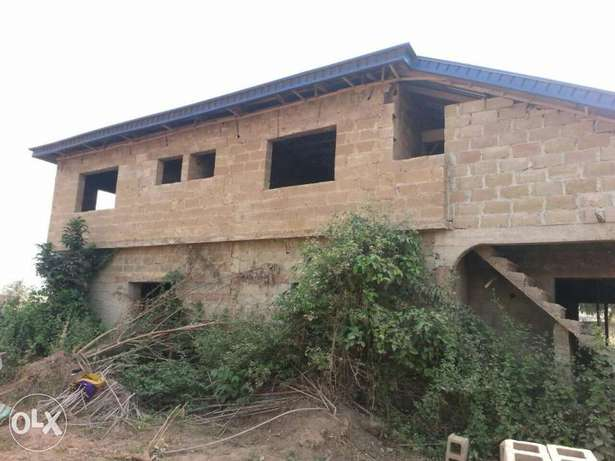 An uncompleted 5bedrooms duplex for sale Ibadan South West - image 2