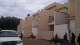 5 bedrooms town house to let in kyuna