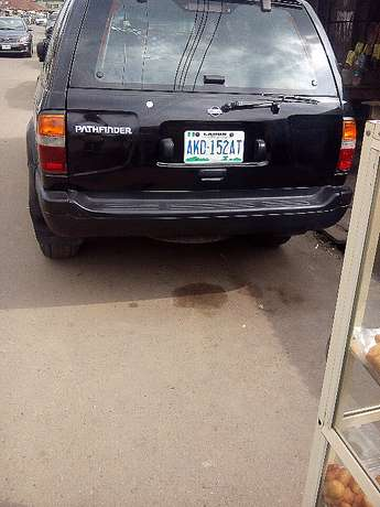 Nissan Pathfinder - 2000 model - registered Yaba - image 4