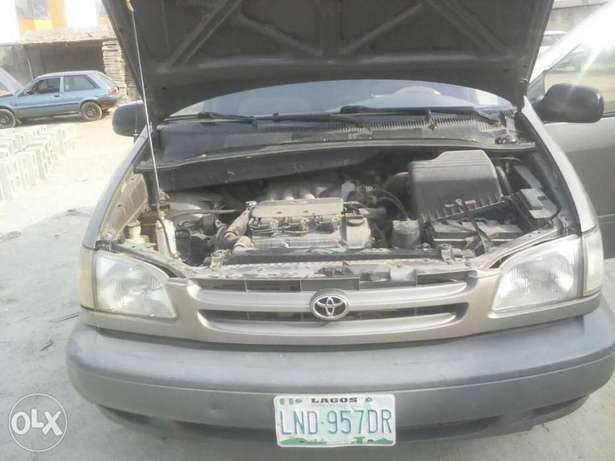 Super Clean First Body Toyota Sienna 2000 model Alakuko - image 5