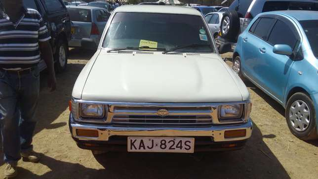 Toyota hilux for quick sale Pangani - image 4