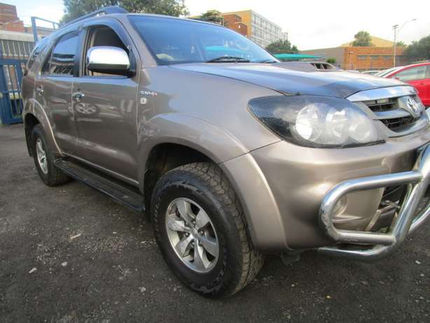 Toyota Fortune 3.0 D4D 2008 model with 5 doors Johannesburg - image 2