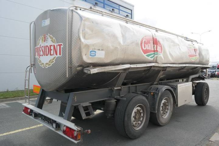 Mafa L24/75E po nehodě 3 komory cisterna na mléko - 2010