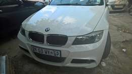 urgente selling bmw msport 320i 6speed with sin roof