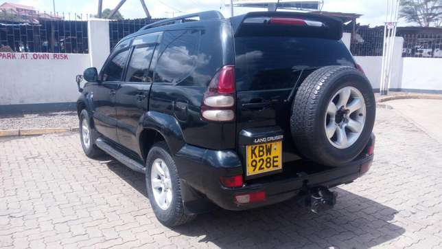 Toyota Landcruiser Ltd 120 series diesel kes 1.5m negotiable Nairobi CBD - image 2