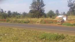 6 acres located along mwea nyagati Nairobi EMBU highway .