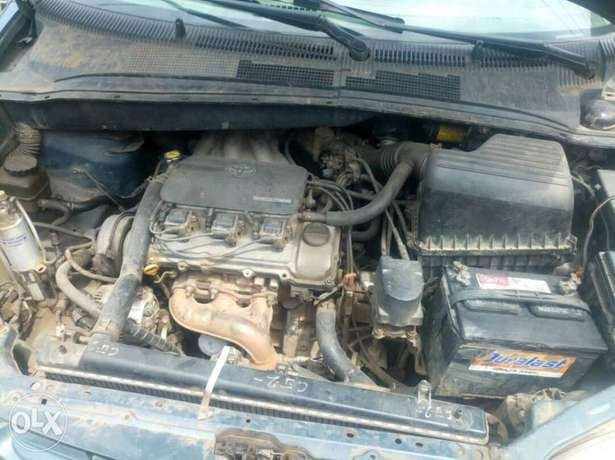Neatly maintained Toyota sienna Agege - image 4