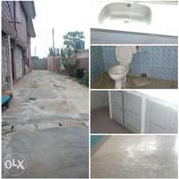 3bed room flat to let at NNPC area Apata