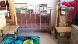 steel/wood queen or dubble bed head bord with pedistals for sale