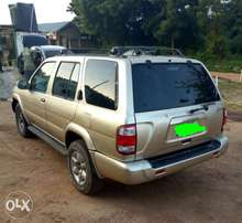 A very cheap Nissan pathfinder jeep for sales