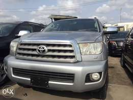 Super clean 2010 toyota sequoia jeep negotiable