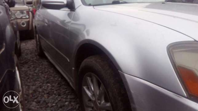 Sharp 4 plugs Nissan Altima 2005 model for sale Ikeja - image 3