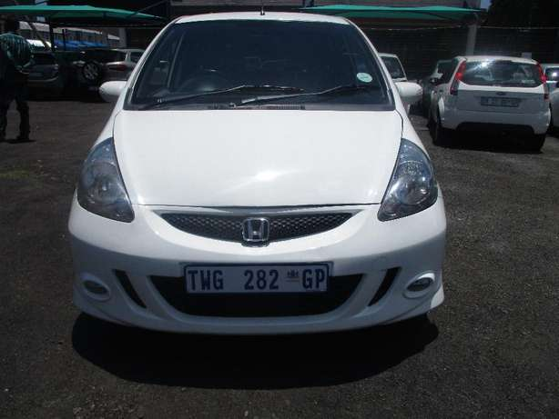 2007 Honda jazz 1.5, 5-Doors, Factory A/c, C/d Player, Central lock. Johannesburg CBD - image 3