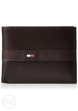 Tommy Hilfiger Men's Thin Sleek Casual Bifold Wallet with 6 Credit Car