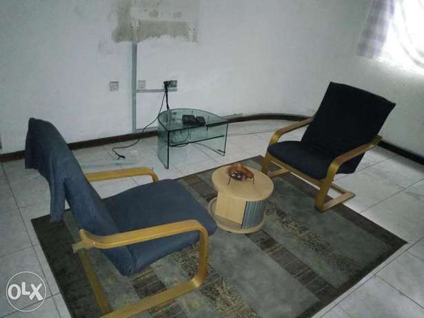 Chairs and side table Port Harcourt - image 1