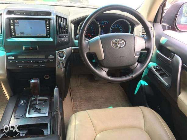 Toyota Land Cruiser V8 For Quick Sale Not Locally Used Price 5,900,000 Lavington - image 4