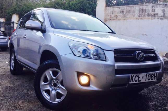 Toyota RAV4 2010 fully loaded 4wd at an amazing deal 2,099,999/=o.n.o Highridge - image 3