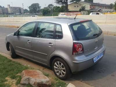 Silver 2009 Volkswagen Polo 1.6 Comfortline Automatic For Sale Johannesburg - image 3