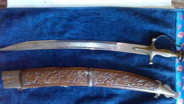 Decorative / Ceremonial Chinese Broad Sword in display case Somerset West - image 4