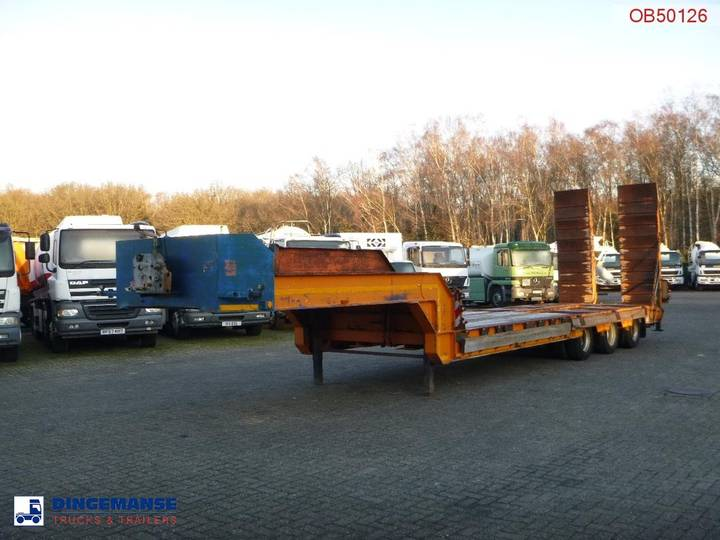 SDC Semi-lowbed trailer 8.9 m / 44 t + ramps - 2003