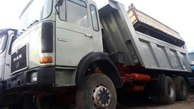 Man diesel #40 tons ten tyres with auxiliary Surulere - image 2