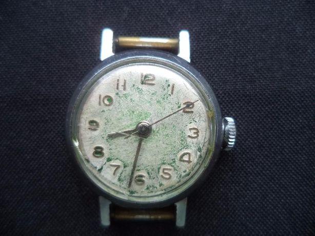 c32dc560 Часы