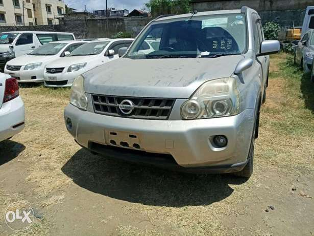 With leather seats Nissan Xtrail 2010 model. KCP number Mombasa Island - image 4