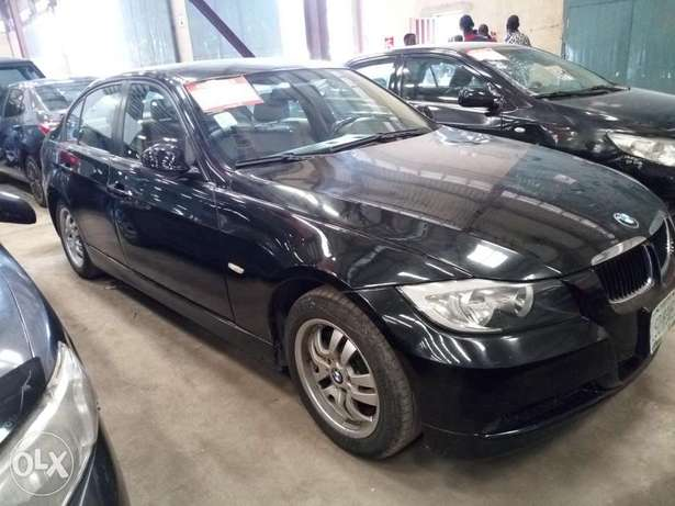 Extremely Clean BMW 3i Series Alausa - image 7