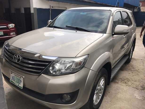 2012 reg fortuner..first body Lagos Mainland - image 2
