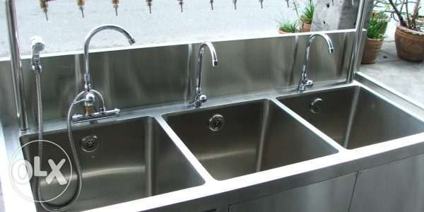 Stainless steel sink for hotels