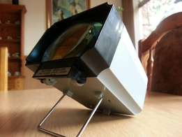 Old Slide Projector Battery Operated And Portable - R500 See Pics