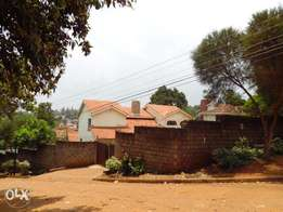 Spacious Town House 4bd 2ensuite dsq Own gate Garden to let at Mt.View