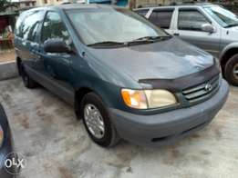 Sharp Toyota Sienna 2003 CE with DVD forsale