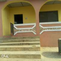 Extremely clean room and pallor for rent (Boluwaji area )
